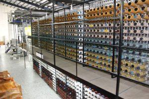 فرش ماشینی های از الیاف طبیعی و مصنوعی تولید می گردد.
